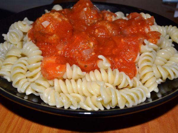 Receita Almôndegas de soja com molho de tomate (vegetariana), de Pedacinhodenoz.blogspot.pt/ - Petitchef