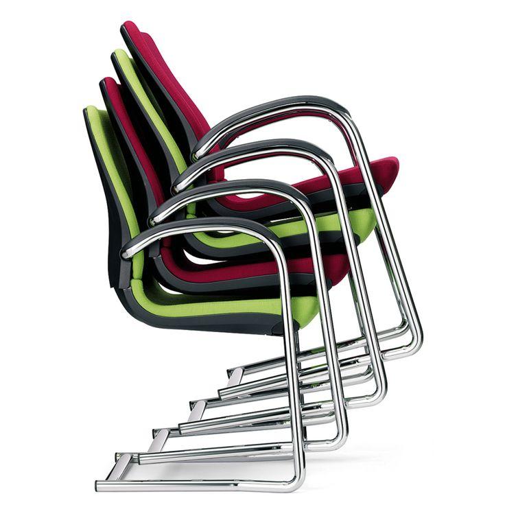 De Ahrend 230 bezoekersstoelen combineren uitstekend met de bureaustoelen uit dezelfde serie. Comfortabel en makkelijk verschuifbaar.