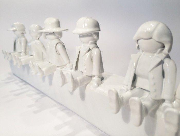 Superschöne Garderobe für Kids aus upgecycelten Playmobil Figuren- so cool !!