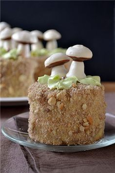 Эти пирожные еще называют Белочкой. Тесто тут похоже на плотный масляный бисквит (как для птифур) Только со сметаной, что делает его более мягким и влажным. 120 г…