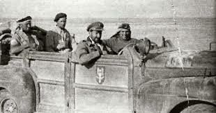 """Bottino di guerra:       """"Blitz Buggy"""" Left to right: Seekings, Rose, Stirling and Cooper."""