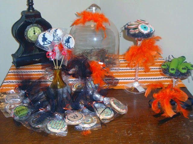 Mil Grageas, Galletas de halloween/ Halloween decorated cookies, cookies on stick, ogre fingers, and eyeballs cookies