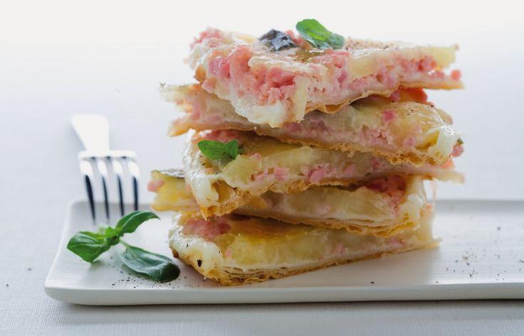Clafoutis di mozzarella, prosciutto e basilico