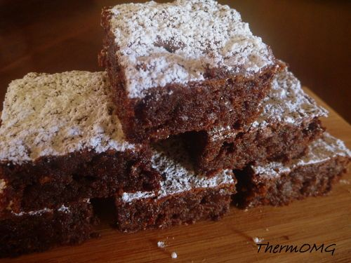 Date Brownies (NO sugar and NO flour) — ThermOMG 200g dark chocolate 1/2 tsp baking powder 200g pitted dried dates 55g coconut oil 3 eggs vanilla