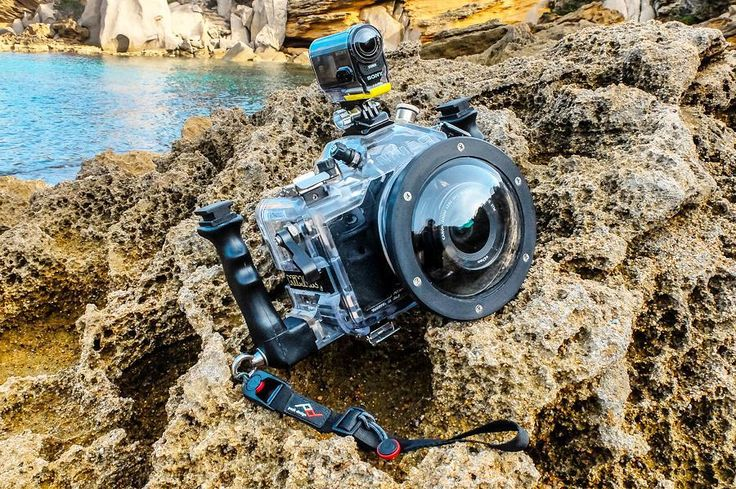 The beauty and the beast(still don't know which is which) #sea #freedive #freedom #whatmakestheocean #seascape #lovetheocean #insta_global #water #wildernessculture #explore #explorersgonewild #waterfoam #shore #fins #wonderful #underwater #blue #ocean #sardegna #freedive #sardinia #italy #neverstopexploring #liveadventurously #peakdesign #vittoriogreggio #visualsoflife #nimar #mobilemag #sonyactioncam