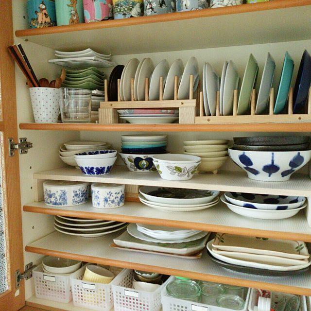 食器収納術総集編 無印や100均を使った整頓のコツ30選 食器棚 収納 100均 お皿 収納 小さなキッチンデザイン
