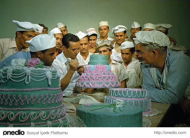 Eski askerler, Porto Riko'daki bir meslek okulunda pasta süsleme sanatını öğrenirken. Nisan, 1951.
