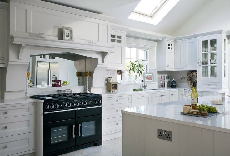 white kitchen with silestone in the color bianco river