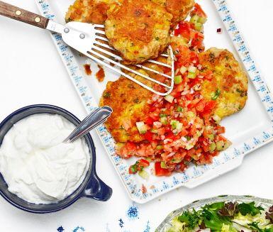 Ärtiga majsbiffar med tomatsalsa