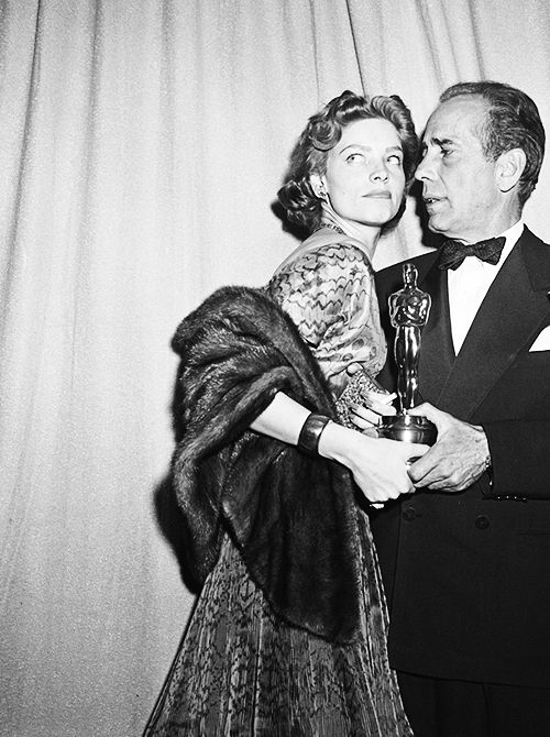 Lauren Bacall and Humphrey Bogart at the 24th Annual Academy Awards, 1952.    (via vintage-lullaby)