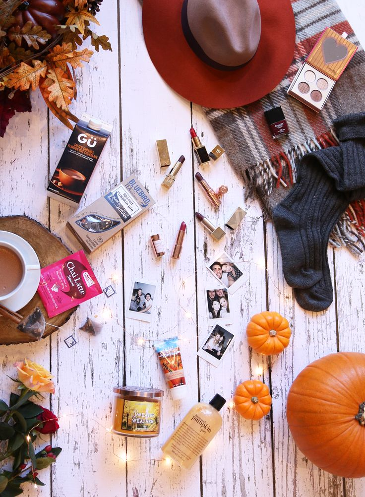 I decided to do a little post on my Autumn essentials, any excuse for a flatly eh? I feel like such a blogger haha I sort of wish I had a photo of me standing over the items with my legs spread, so sophisticated. There are numerous things that spring to mind when I think of Autumn, most of which I