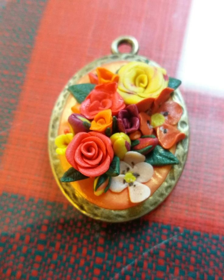 Polymer clay flowers pendant.  Handmade with Love by MSA ❤