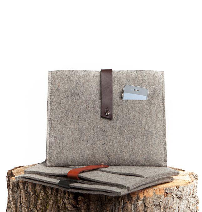 Sac à main plat pour homme fait de matériaux écologiques fabriqué par la designer Cindy Cantin. / Flat handbag for men made of eco-friendly materials made by the Montreal designer Cindy Cantin. http://c2m.tl/1qZYH0q   #C2MTL #Montreal #craft #design