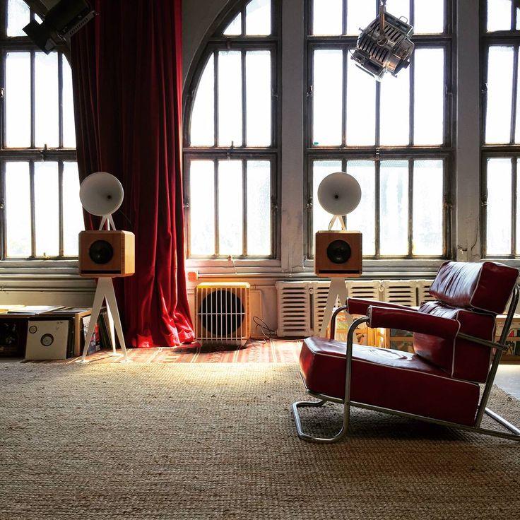 Love the morning light in the OMA showroom...#hi-fi #lifestyle #vinyl #loudspeakers #Brooklyn #pa
