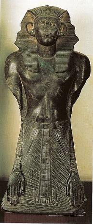 Estatua orante de Sesostris III....XII dinastia.. Museo del Cairo  Egipto