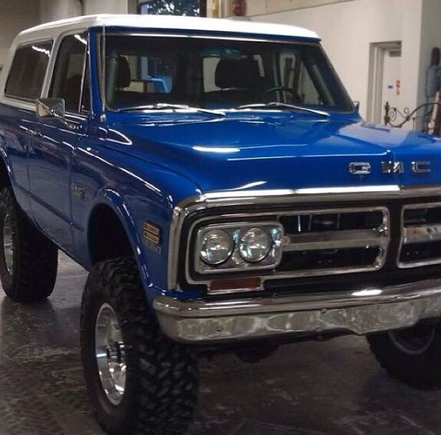 Loving This Blue Paint On This Gmc Jimmy Wish I Knew More About This Rig Chevy Trucks Gmc Trucks 72 Chevy Truck