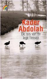 Kador Abdolah se verhaal oor vlugtelinge (uit Iran) in 'n nuwe land (Nederland), goeie buurmanskap en die gebrek daaraan. Die tema is verbanning - uit 'n vaderland, uit die (ou en nuwe) gemeenskap, ook uit die lewe (sy eerste buurman is homoseksueel en depressief en pleeg selfmoord deur voor 'n trein in te spring, sy tweede buurman is die masjinis van 'n trein).