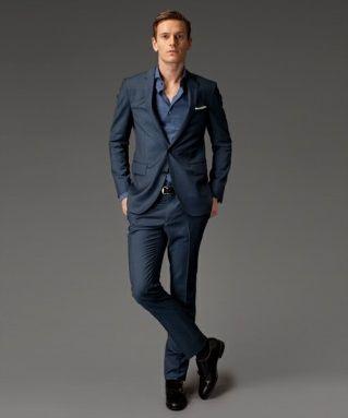 ネイビーのスーツでまとまり感のある着用画像