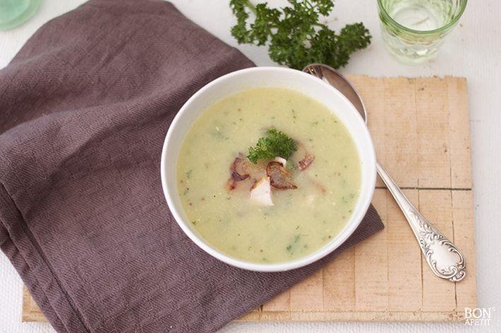 Lekker opwarmen met een heerlijke kop groentesoep. Een soep met veel verschillende groente voor de vitaminen, die je nodig hebt om de winter door te komen.