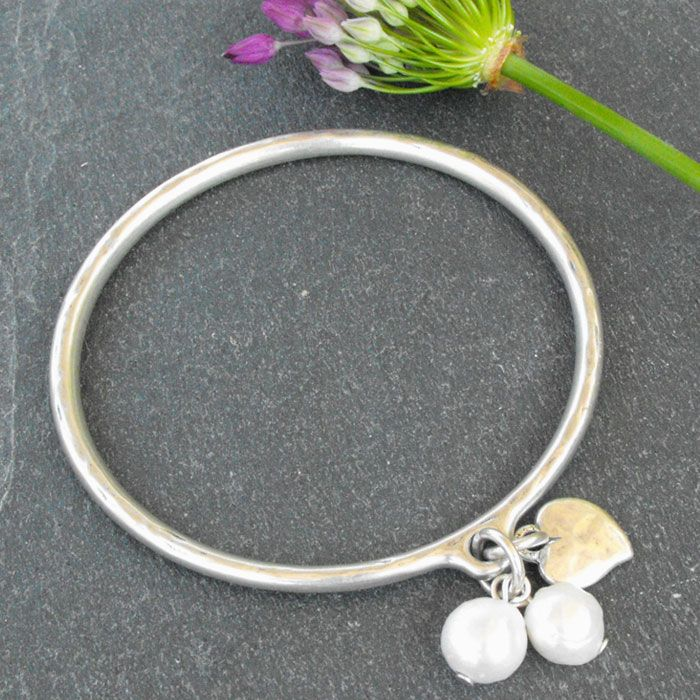 This stunning Danon Silver Heart & Pearls Bangle, features a hammered effect silver heart charm teamed with two freshwater pearls.