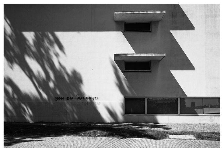 |pt| Bom dia automóvel.  |eng| Good morning automobile.  © Rui Pedro Bordalo  #architecture #arquitetura #fotografia #photography #siza #sizavieira