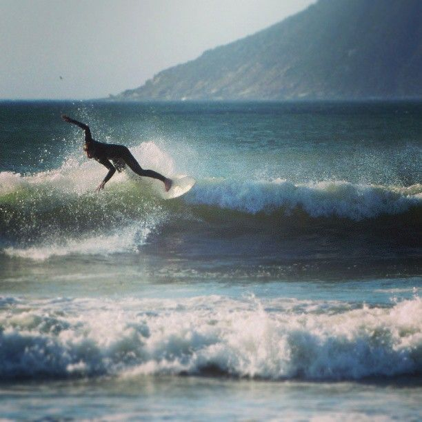 Surfer enjoying a set at #longbeach #capetown by girl_with_cam