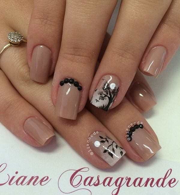 A very artistic take on nude nail design. With a whiff of white gradient starting from the tip of the nails, trees and leaves are drawn in thin black strokes with birds. Black beads are also added on top for effect.