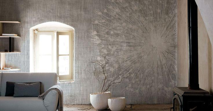 Carta da parati vinilica e fibra di vetro | Leggero come un respiro, soffice come un fiore, come un soffio su una parete dalle tonalità neutre della carta.