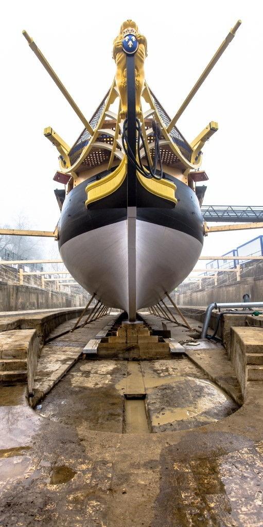 """La frégate l'""""Hermione"""" sera mise à flot après 15 ans de chantier à Rochefort - Photo Philip Plisson"""