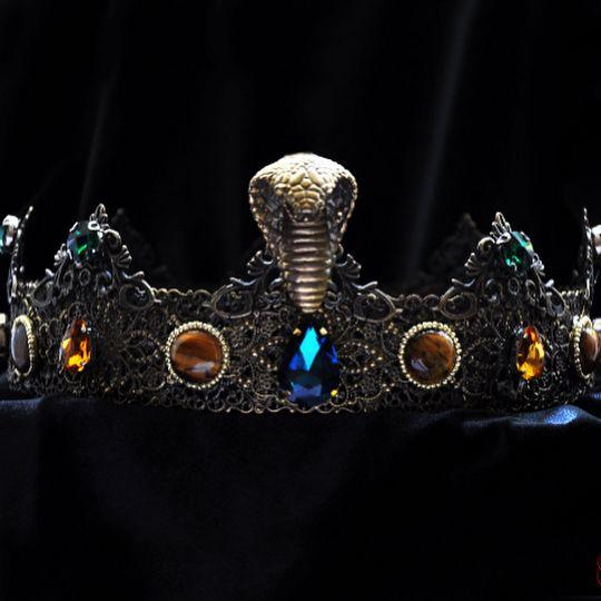 озере картинки змеи с короной на голове плюсом разворачивает