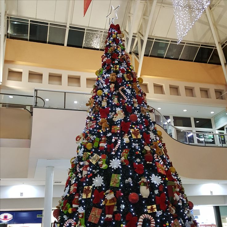 28 December 2016 (20:33) / Christmas Tree at Osasco Plaza Shopping, Osasco City, São Paulo.