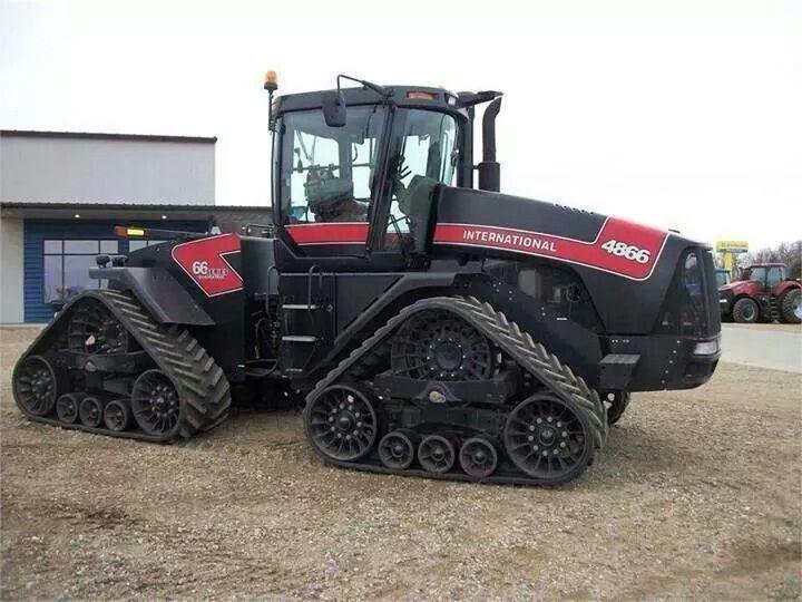 Case Tracked Tractors : International quadtrac harvester