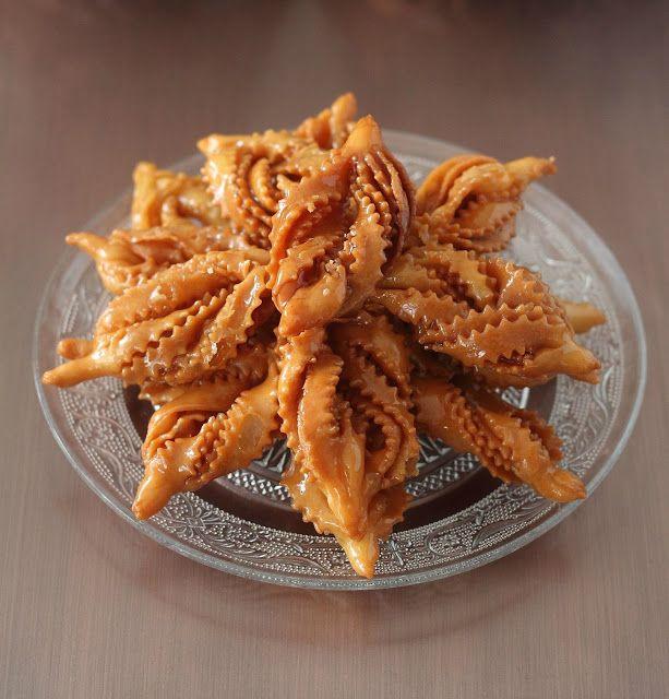 Délices d'Orient: Griwech قراوش ajoutez un verre à thé de graines de sésame torifiées et moulues et décorez avec des graines de sésame torifiées