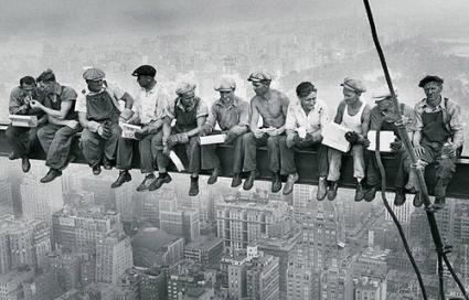 Charles C. Ebbets - während der Bauarbeiten am am Rockefeller Center 1932 Mittagspause hoch über New York