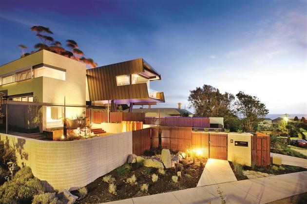 Cantilevered Contemporary Beaumaris Residence (Melbourne, Australia)