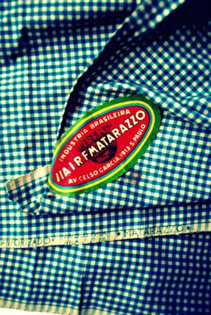 """Tecido xadrez azul com branco e etiqueta original década de 40 / 50,  Fabrica Industria Brasileira de Tecidos Matarazzo """"I.R.F.Matarazzo"""":"""