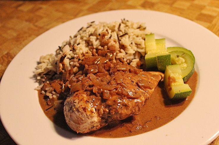 Hühnerfilet in Zwiebel - Balsamico - Sauce, ein sehr schönes Rezept aus der Kategorie Geflügel. Bewertungen: 35. Durchschnitt: Ø 4,3.