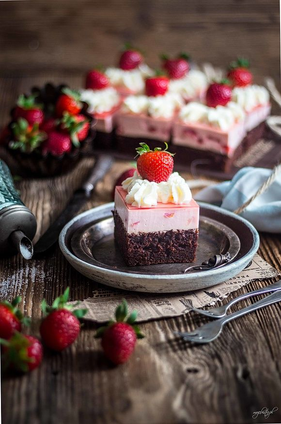 Truskawkowe ciasto sernikowe love
