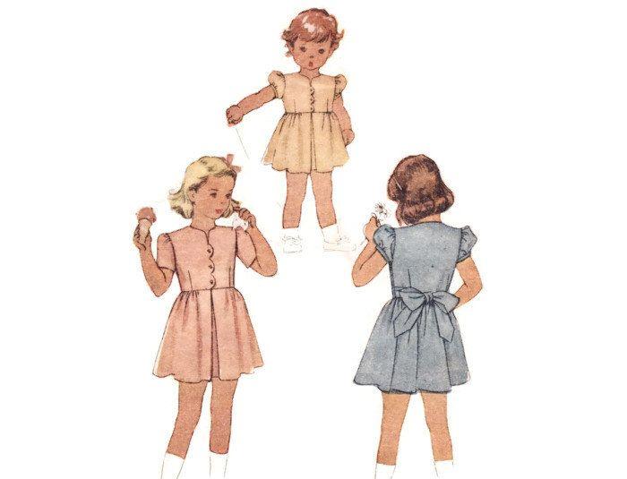 Sewing Pattern - abito bambina con capesante pulsante frontale & invertito piega gonna - 1946 McCall vintage anni 40 bambini 6549, dimensione 8 di FriskyScissors su Etsy https://www.etsy.com/it/listing/174246032/sewing-pattern-abito-bambina-con
