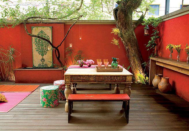 patio pared naranja