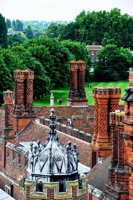 Hampton Court Palace is a royal palace in the London, it has not been inhabited by the British Royal Family since the 18th century. It was originally built for Cardinal Thomas Wolsey, a favourite of King Henry VIII, circa 1514