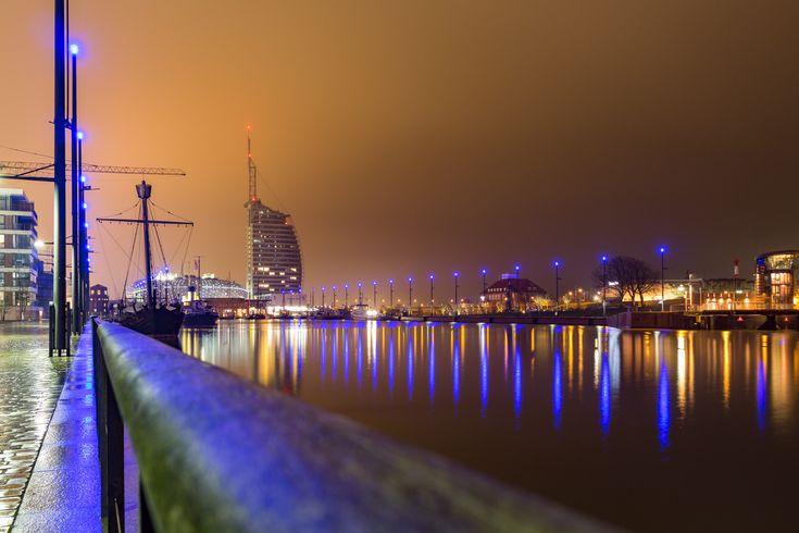 Einmal in dem Hotel mit dem Segel übernachten? Dafür brauchst Du nicht nach Dubai! In Bremerhaven steht das Atlantic Sail City Hotel mit tollen Ausflugsmöglichkeiten.