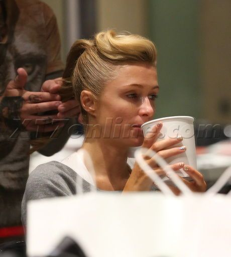 Paris Hilton blonde texting eating