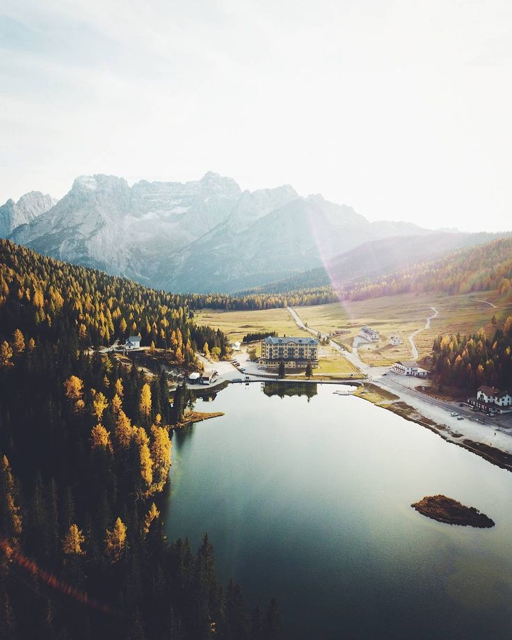 """Gefällt 8,520 Mal, 381 Kommentare - André Alexander (@formgestalter) auf Instagram: """"From an autumn sunset above Lago di Misurina🍁⛰️ ! - Today I'm curious about your taste of music,…"""""""
