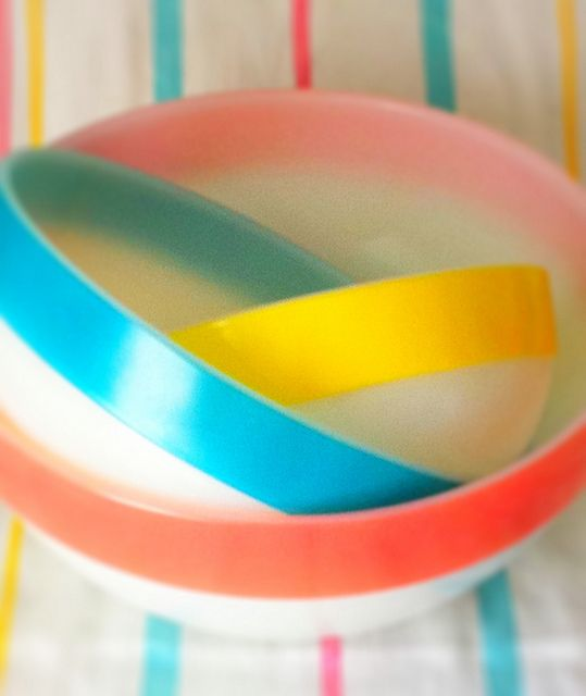 """I've never seen these vintage Pyrex bowls. Pic looks pretty """"Eastery"""" but I think it's the tablecloth"""