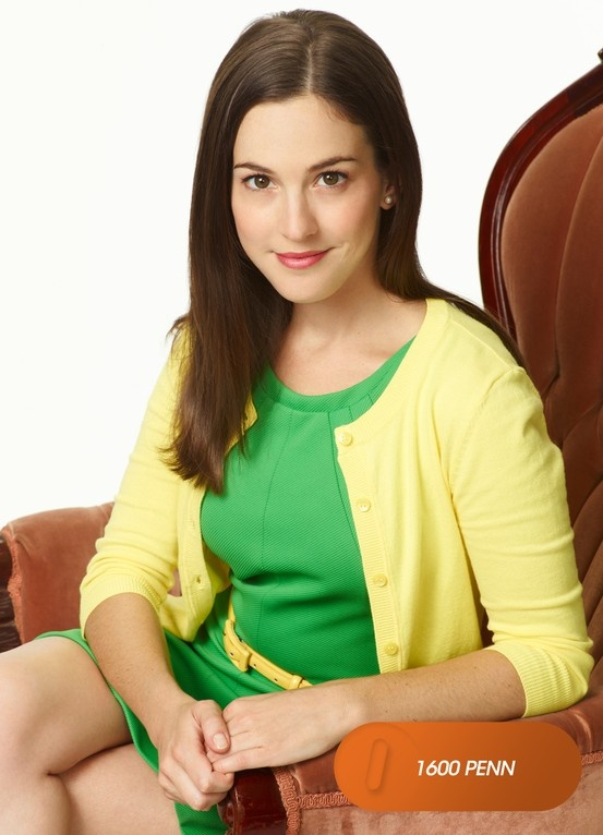 """Martha MacIsaac é """"Becca Gilchrist"""". 1600 Penn - Estreia, 19 de maio, 10h. #EuCurtoFOX Confira conteúdo exclusivo no www.foxplay.com"""