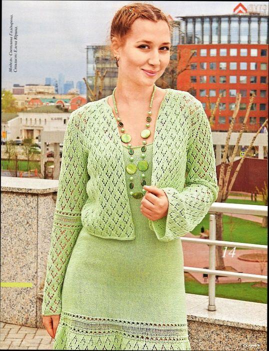 Зеленый костюм: колготки, пальто и шляпка