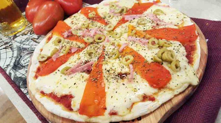 Pizza de rúcula y cherrys por Claribel Medina