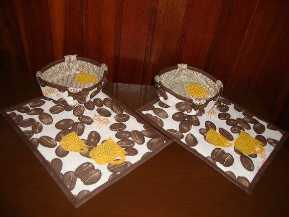 Joguinho para o chá, um mug rug e uma cestinha em tecido.  Cores e estampas variadas.  Cada kit contém: 1 mug rug e 1 cestinha de tecido.