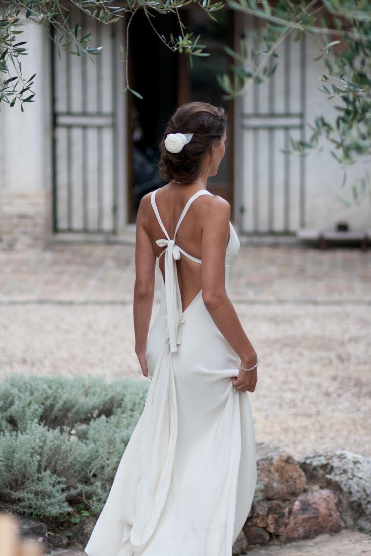 """Coco Chanel disait : """"Si une femme est mal habillée, on remarque sa robe. Mais si elle est impeccablement vêtue, c'est elle que l'on remarque.""""    Ta robe de mariée t'ira si elle te correspond."""